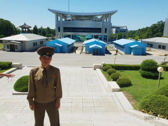 Kelionė į Šiaurės Korėją. Musgaudės etatas parduotuvėje ir kareiviai autobuse už nederamą DMZ fotografavimą