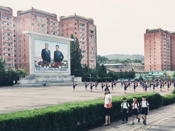 Kelionė į Šiaurės Korėją. Paimtas pasas, apsimetėliai restorano lankytojai ir naktį lauke grojanti patriotinė muzika