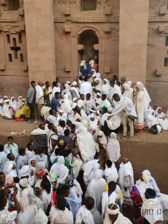 Kelionė į Etiopiją. Kalėdų šventėje tikintieji tramdomi lazdomis, o kunigai šoka ant bažnyčių stogų