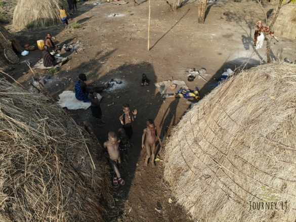 Kelionė į Etiopiją. Nesuvokiamas genčių gyvenimą: kūno puošyba kenčiant baisų skausmą, poligamija ir apmusiję vaikai