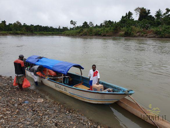 Ekspedicija į Papuą salą. Žygis pas kanibalus per pelkes ir upes