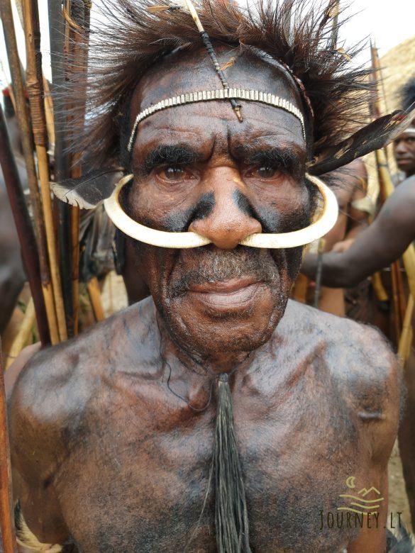 Ekspedicija į Papuą salą. Genčių festivalis, svaiginantys riešutai ir nuogalius oro uoste